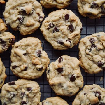 a dozen cookies on a cooling rack